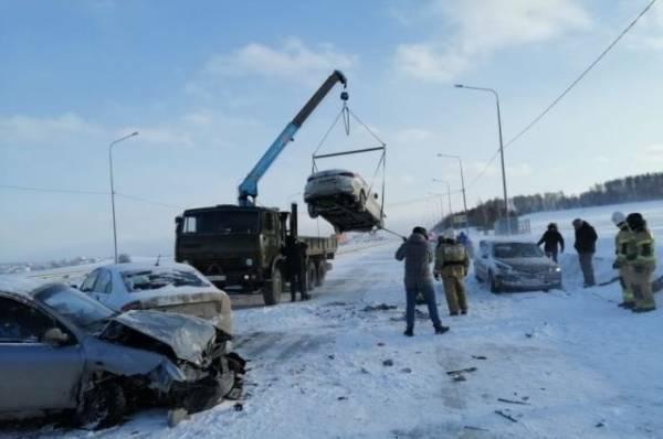 20 автомобилей столкнулись на трассе М-5 в Свердловской области