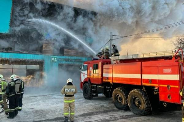 Пожарные потушили крупное возгорание в центре Омска