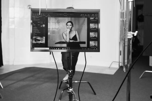 Девушка с обложки. Фототерапия для тех, кто прошел рак — или идет к нему