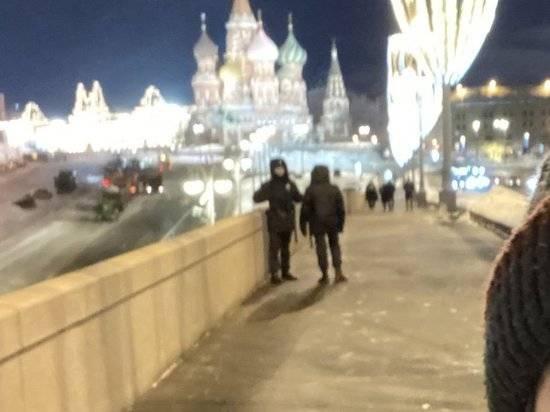 Полиция в Москве ликвидировала мемориал на месте убийства Немцова