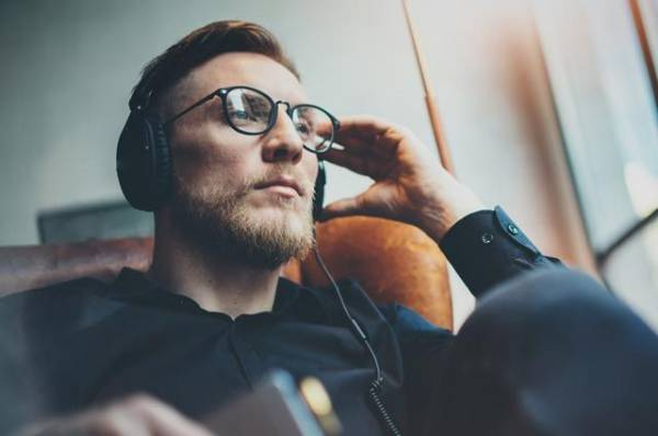 Вас не слышно! Почему снижается слух и как его восстановить?