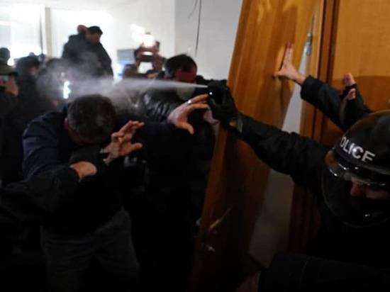 Грузинский омбудсмен назвала позором задержание оппозиционера Мелии