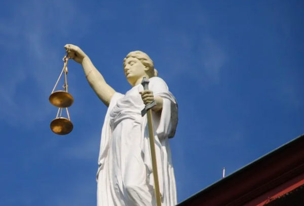 Племянника Елизаветы II посадят в тюрьму за попытку изнасилования