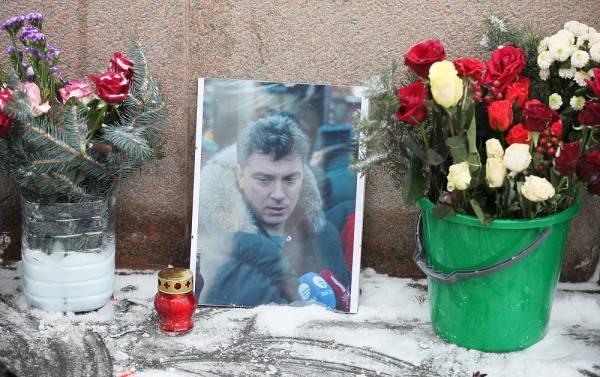 Мемориал Немцова восстановлен