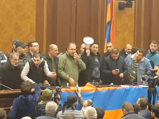 Оппозиция заблокировала движение по ряду улиц в Ереване