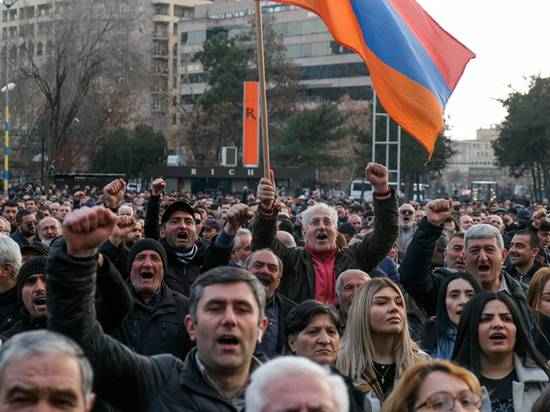 Назван сценарий смены власти в Армении
