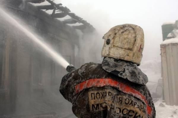 В Якутии при пожаре в многоквартирном доме погиб один человек
