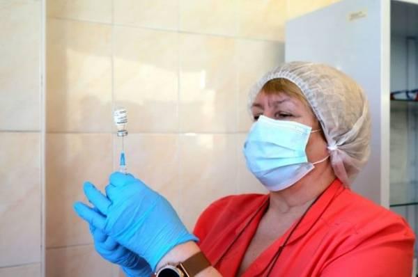 «Фекалии привезли». Почему вакцинация на Украине идет низкими темпами?