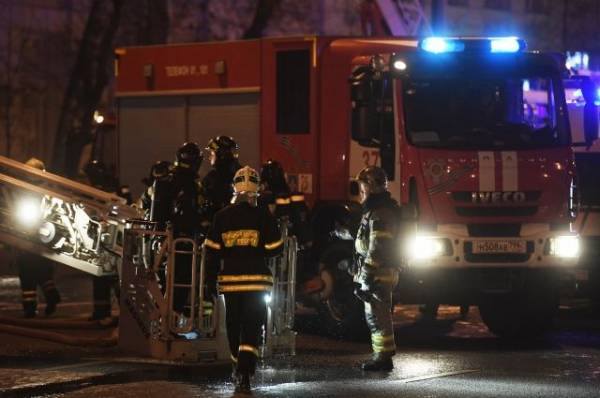 Один человек погиб при пожаре в жилом доме на западе Москвы
