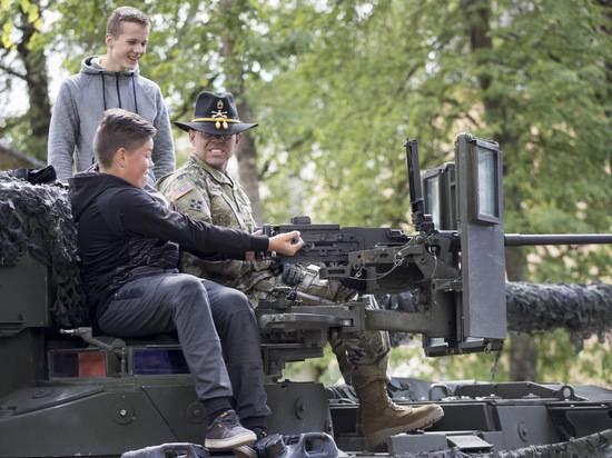 Эстонских школьников начали готовить убивать русских