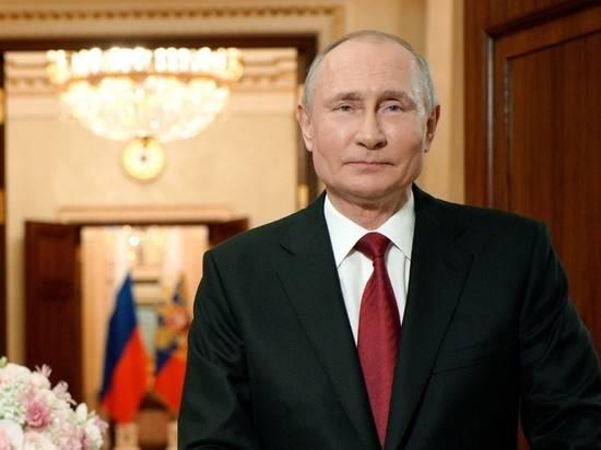Путин поздравил россиянок с 8 марта, отдельно выделив матерей и врачей
