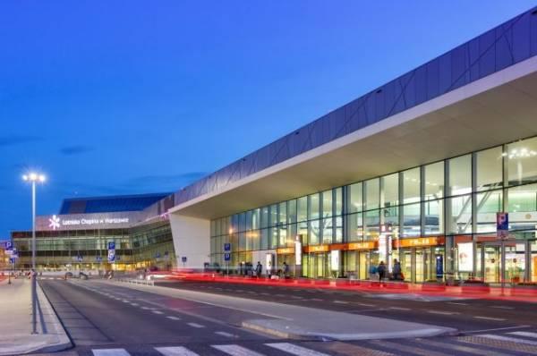 В Варшаве эвакуируют пассажиров аэропорта после сообщения о минировании