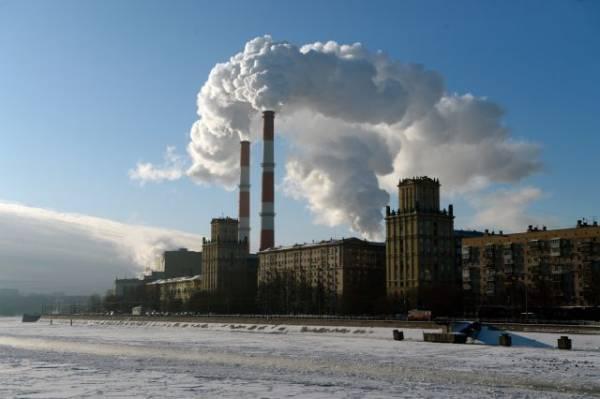 Девушку спасли с дрейфующей льдины на Москве-реке
