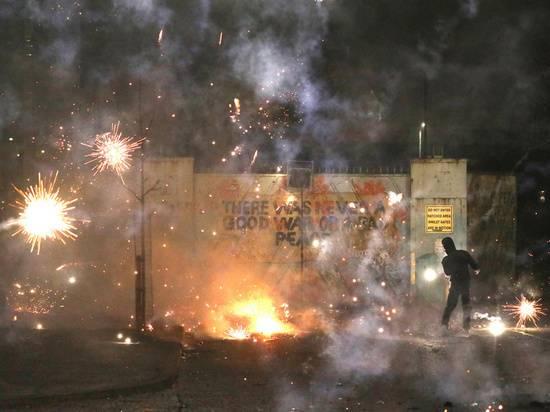 Пожары и погромы в Северной Ирландии: чем обернется новая вспышка насилия