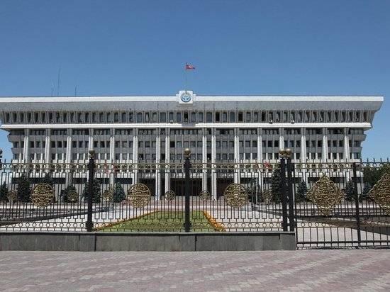 В Киргизии открылись избирательные участки для референдума по конституции