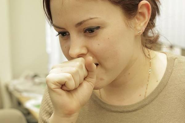 Как перестать кашлять? Чего стоит бояться весной людям со слабыми лёгкими