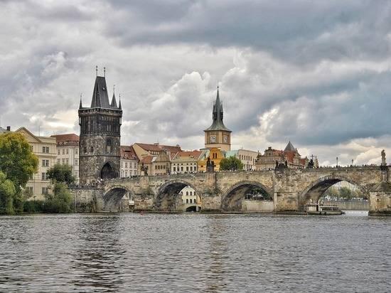 Объявленные персонами нон грата российские дипломаты покинули Чехию