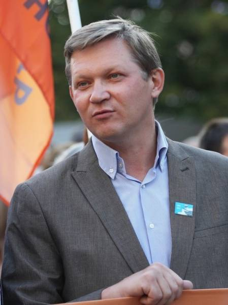 Политика Владимира Рыжкова оштрафовали за репост сообщения о митинге