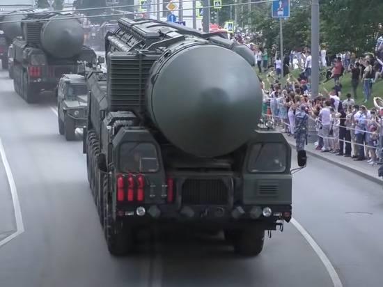 Японцы призвали свои власти обзавестись ядерным оружием, оценив мощь России