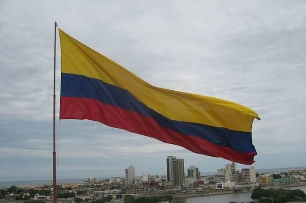 В Колумбии протестующие снесли памятник бывшему президенту