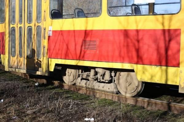 В Кемерово безбилетника вытолкнули из трамвая, и он погиб
