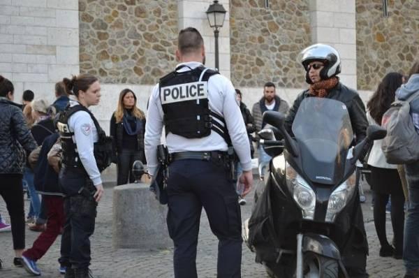 Во Франции задержали четырех подозреваемых по делу об убийстве полицейского