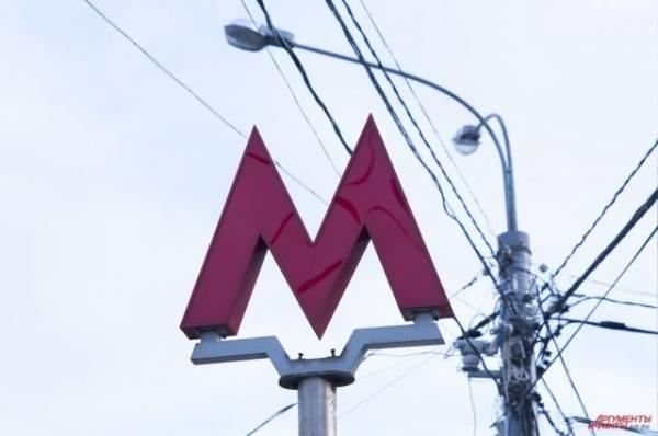 На Арбатско-Покровской линии московского метро человек упал на пути