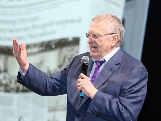 """Жириновский заявил в Госдуме о """"гниющих в сырой земле"""" депутатах"""