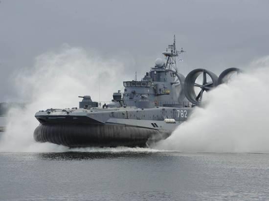 Черноморский флот приступил к слежению за эсминцем США
