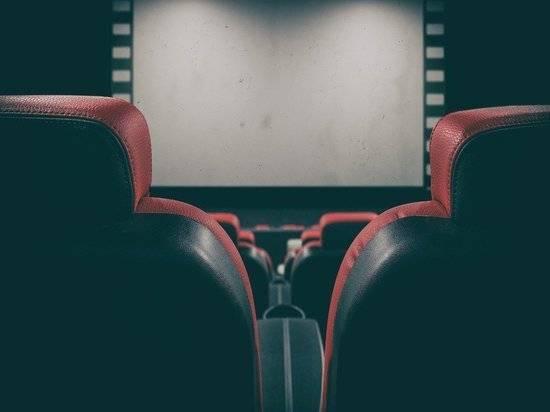 Сокуров потребовал отменить в России прокатные удостоверения для фильмов