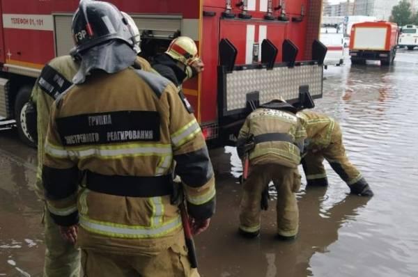 В Ростове-на-Дону устраняют последствия стихии