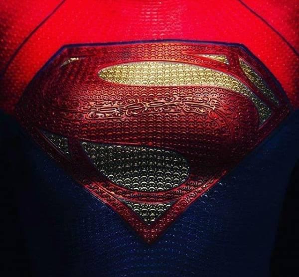 """Первый взгляд на костюм Супергерл из фильма """"Флэш"""""""