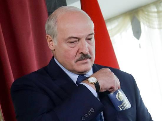 Лукашенко запретил принимать самолеты из Украины
