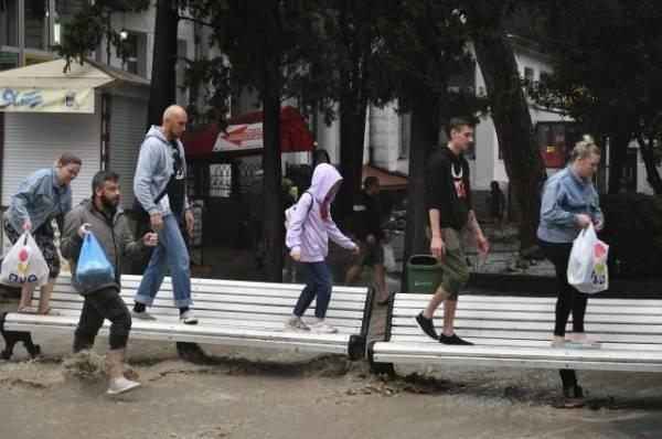 В Крыму из-за последствий ливней эвакуированы почти две тысячи человек