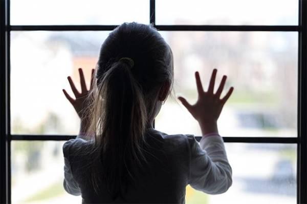 Иллюзия защиты. Почему дети выпадают из окон и как это предотвратить