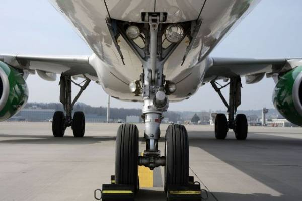 При посадке в Уфе у самолета с 71 ребенком на борту загорелась стойка шасси