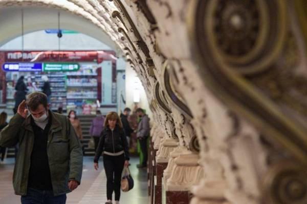Более 200 человек эвакуировали в Петербурге из-за аварии в метро