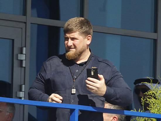 На съезде чеченского народа эмоционально попросили Кадырова участвовать в выборах