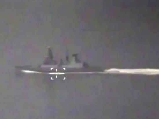 Главком ВМФ назвал безумием поведение британского эсминца Defender