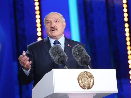 Лукашенко: Белоруссия не будет сдерживать нелегальных мигрантов