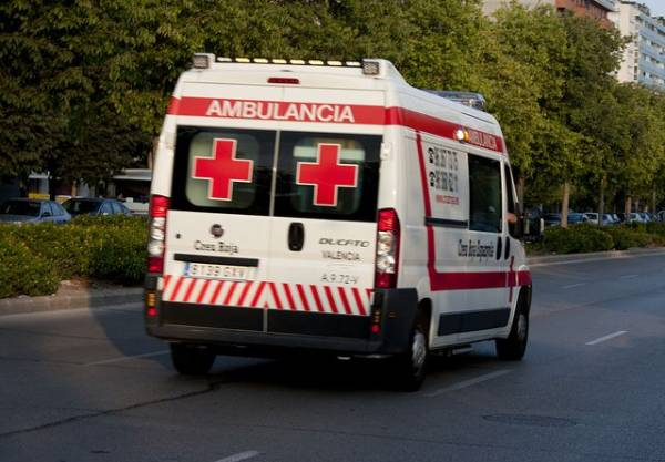 Автомобиль врезался в террасу бара в Испании, пострадали 9 человек