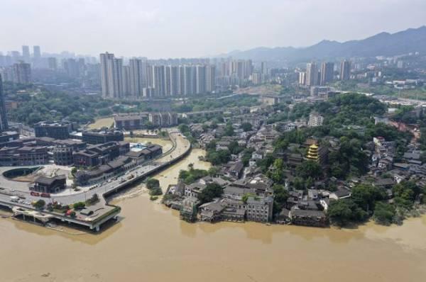 В китайском Чжэнчжоу эвакуировали 200 тыс. человек из-за наводнения