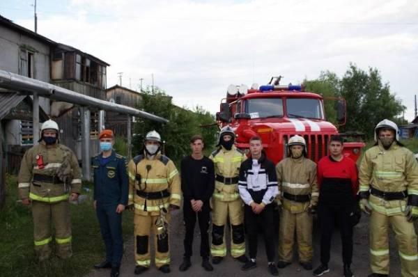 Под Красноярском трое подростков спасли ребёнка из горящего дома
