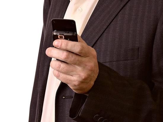 Причиной резкого роста спроса на кнопочные телефоны назвали паранойю