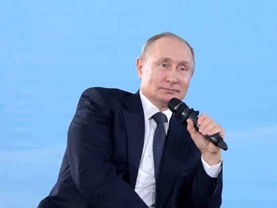 Работу Путина положительно оценили 58% россиян