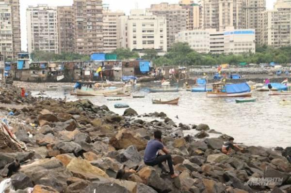 В Мумбаи при обрушении дома из-за ливней погибли семь человек