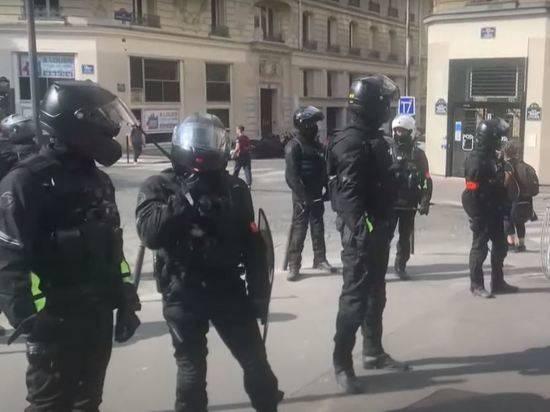В Париже противников санитарных пропусков разгоняли слезоточивым газом