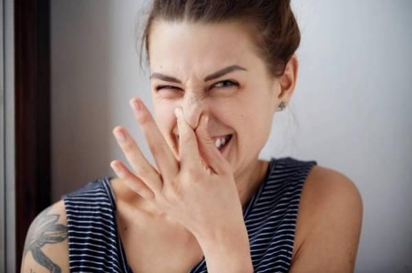 Ой, не дышите! Как появляется неприятный запах изо рта и что с ним делать