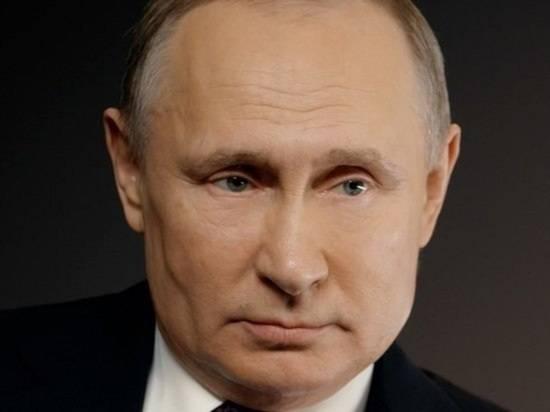 Путин поздравил личный состав экипажей с Днем ВМФ