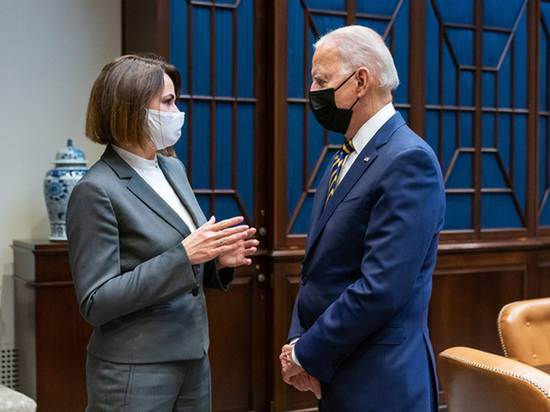 Песков оценил встречу Байдена с Тихановской